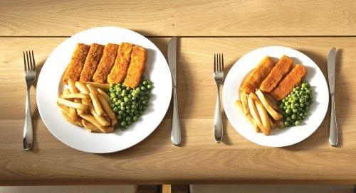 A kisebb tányéron többnek tűnik az étel
