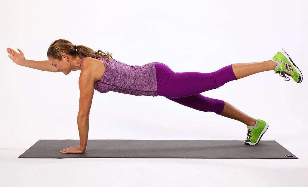 Plank megemelt lábbal